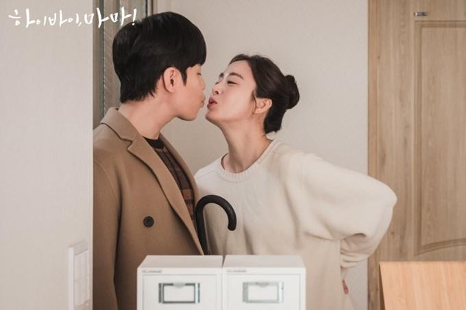 Nụ hôn màn ảnh của Kim Tae Hee và Jo Kang Hwa.