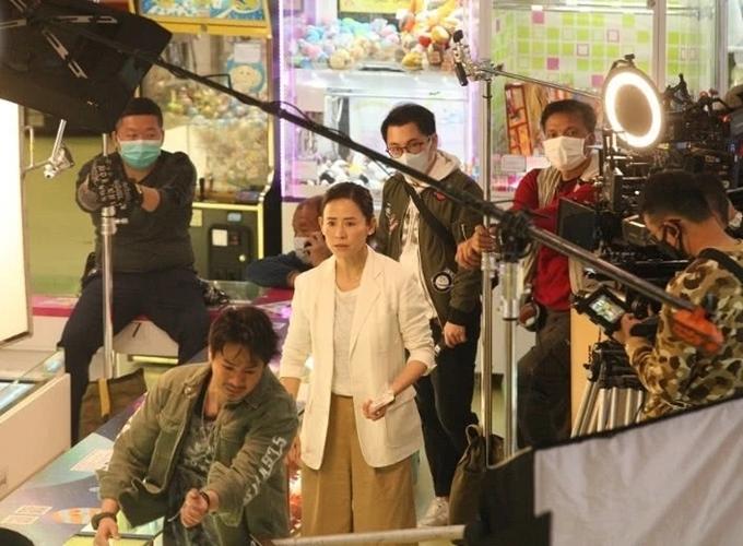 Một cảnh quay của Tuyên Huyên và La Trọng Khiêm trong khu vui chơi.