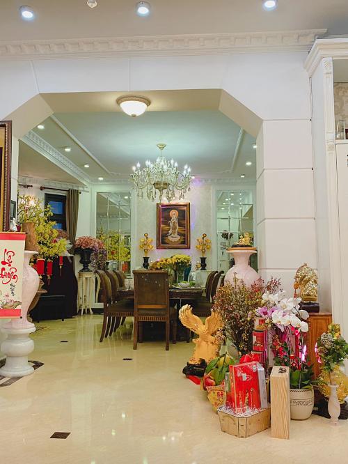 Phòng khách và bếp được kết nối mở, tạo không gian thoáng đãng.