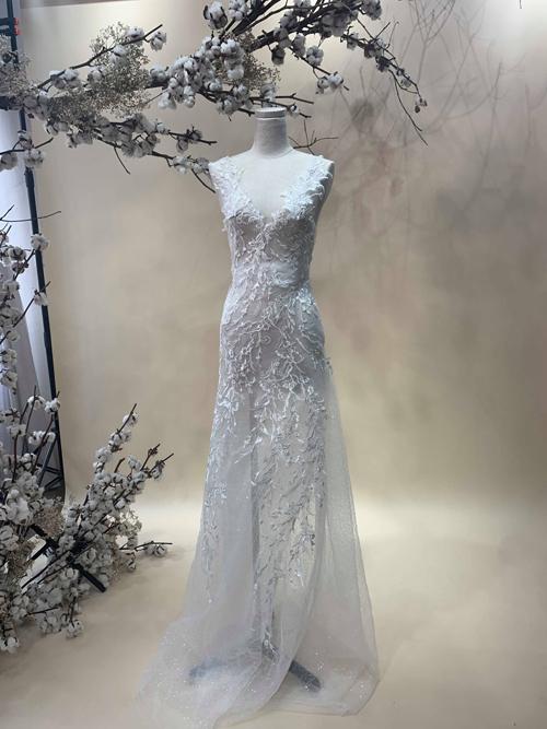 Váy cưới có giá 2.000 USD (tương đương 46,5 triệu đồng).