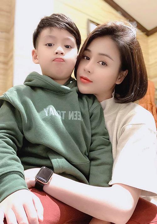 Thu Trang và con trai 6 tuổi.