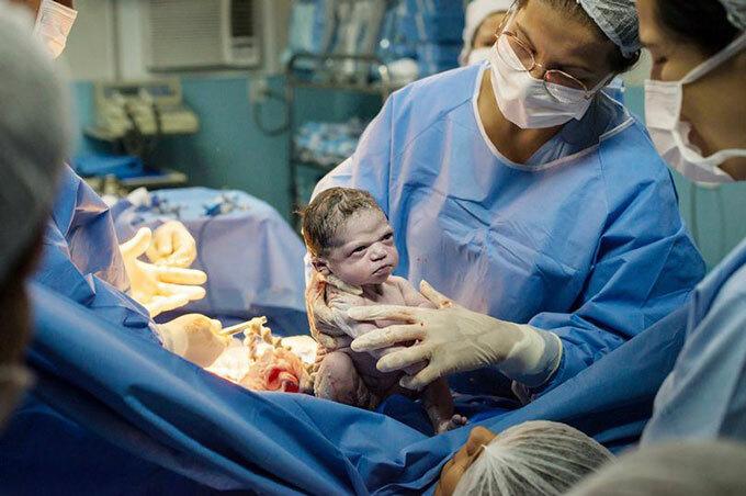 Bé Isabela Pereira de Jesus chào đời ở bệnh viện tại Rio de Janero, Brazil. Ảnh: