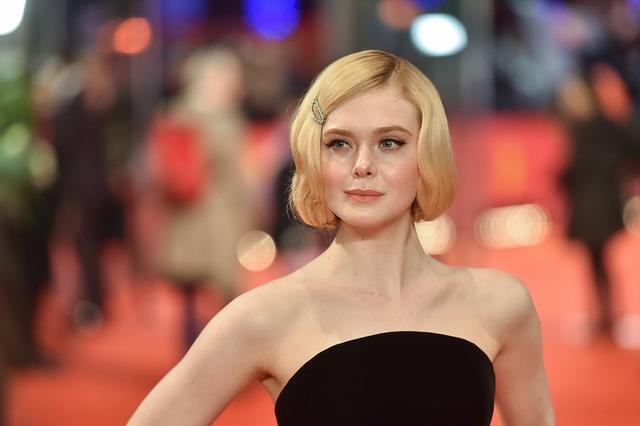 Tuy còn rất trẻ nhưng Elle Fanning đã là gương mặt quen thuộc của các liên hoan phim quốc tế. Năm ngoái, Elle còn được mời làm giám khảo liên hoan phim Cannes - trở thành vị giám khảo Cannes trẻ tuổi nhất trong lịch sử.