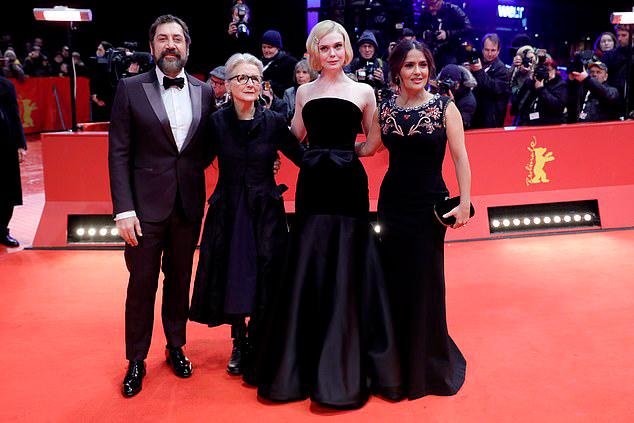 Bộ phim  The Roads Not Taken còn có sự góp mặt của tài tử Javier Bardem (bên trái).