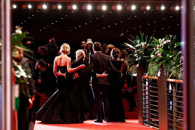 Bộ phim được trình chiếu lần đầu tại Berlin và sẽ ra rạp Bắc Mỹ từ ngày 13/3.
