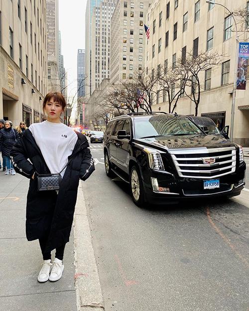 Hari Won dạo phố New York và than ở đây rất lạnh.