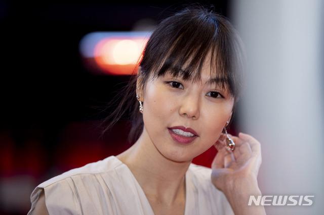 Kim Min Hee đeo nhẫn đôi với đạo diễn có vợ - 5