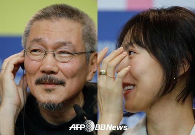 Yêu đạo diễn Hong Sang Soo, Kim Min Hee đã góp mặt trong 7 bộ phim của ông. Họ cũng sống cùng nhau tại một căn hộ ở Hanam, Gyeonggi-do.