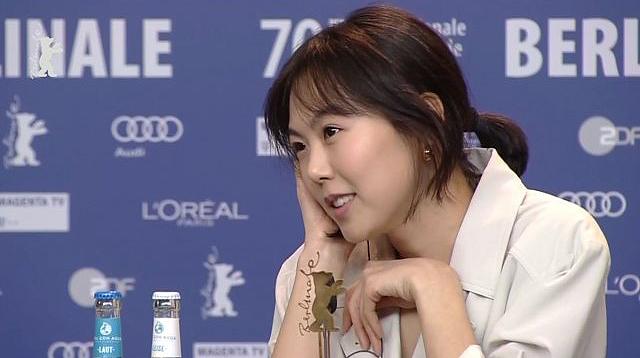 Kim Min Hee là tên tuổi quen thuộc của màn ảnh Hàn, cô đóng nhiều phim như Quan hệ nóng bỏng, Nước mắt sát thủ, Chị dâu 19 tuổi, haybộ phim 18+ The Handmaiden. Cô từng hẹn hò với diễn viên Lee Jung Jae, Jo In Sung... nhưng không mối quan hệ nào bền lâu. Tình yêu với đạo diễn Hong Sang Soo hiện là mối tình dài hơi nhất của cô.