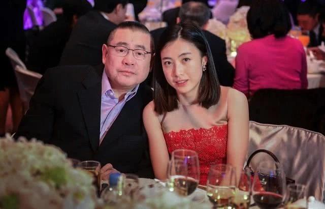 Ông Lưu Loan Hùng và vợ ba Trần Khải Vận.
