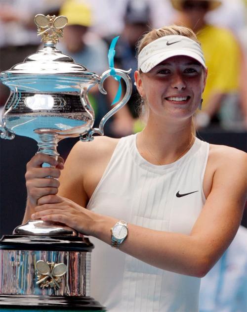 Danh hiệu Grand Slam thứ ba của người đẹp là chức vô địch Australia mở rộng 2008. Tại giải này, Sharapova được xếp là hạt giống số 5, cô lần lượt đánh bại cựu số một thế giới Lindsay Davenport, đương kim số một thế giới Justine Henin rồi Jelena Jankovic và cuối cùng là Ana Ivanovic trong trận chung kết. Tay vợt tóc vàng đã không để thua một set nào trong cả giải đấu.