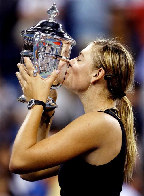 Sharapova giành danh hiệu Grand Slam thứ hai sau khi vượt qua đàn chịJustine Henin tại chung kết Mỹ mở rộng 2006 ở tuổi 19.