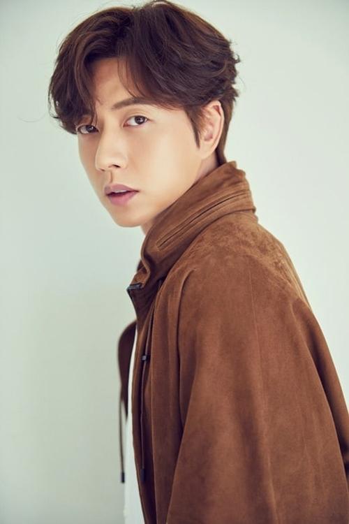 Tham gia một đoạn phim tuyên truyền phòng chống dịch Covid-19, Park Hae Jin (đóng chàng rể thứ hai trong phim Những nàng công chúa nổi tiếng) dùng toàn bộ cát-xê hỗ trợ các bệnh nhân.