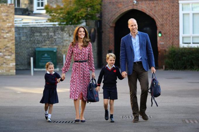 Nhà William đưa hai con đi khai giảng tại trường Thomas's Battersea ở phía tây nam London hồi đầu tháng 9/2019. Ảnh: PA.