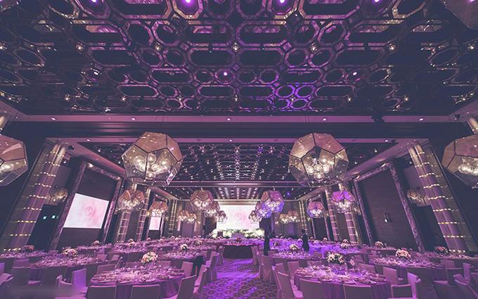Phía bên trong sảnh tiệc là các khối đa giác tạo sự hiện đại cho không gian.