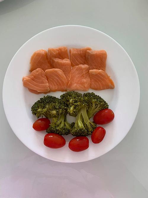Mỗi bữa ăn được Thanh Trúc chuẩn bị trong 30 phút. Người đẹp luôn chú trọng khâu rửa rau để đảm bảo không còn tồn dư của thuốc bảo vệ thực vật.