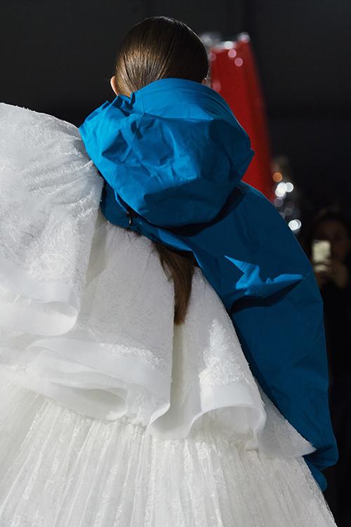 Ba mẹ con Gigi Hadid thống lĩnh show Off-White - 4