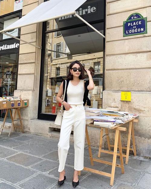 Những mẫu quần jeans, ka ki kiểu dáng cơ bản cũng là trang phục khó lỗi mốt, dễ mix đồ và luôn mang tính tiện dụng cao.