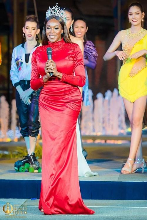 Đương kim Hoa hậu Chuyển giới Quốc tế - Jazell Barbie Royale có mặt cổ vũ các thí sinh năm nay.