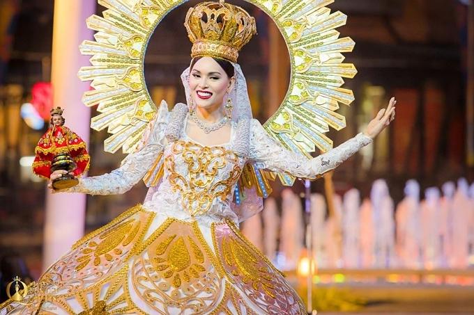 Hoa hậu Chuyển giới Quốc tế lần thứ 15 quy tụ 21 thí sinh tranh tài. Nhiều gương mặt nổi bật được dự đoán đăng quang như Jess Labares (ảnh) -nữ tiếp viên hàng không chuyển giới đầu tiên của Philippines.
