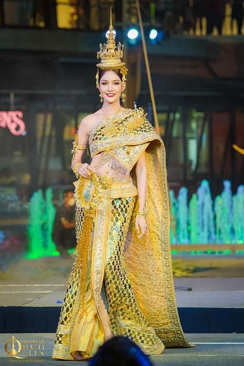 Thí sinh chủ nhà Thái Lan - Dear Ritai Pryasiyong nằm trong top thí sinh dẫn đầu. Chung kết Hoa hậu Chuyển giới Quốc tế 2020 sẽ diễn ra tối 7/3 tại Pattaya, Thái Lan.
