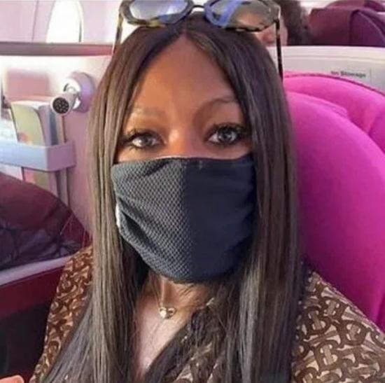 Siêu mẫu Naomi Campbell chia sẻ: Nếu bạn lo lắng về virus corona, hãy đeo khẩu trang để phòng tránh.