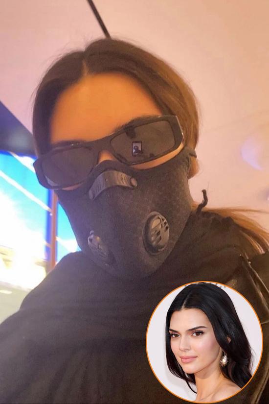 Siêu mẫu Kendall Jenner bịt kín mít và trang bị kính râm đến sân bay. Cô phải di chuyển rất nhiều trong thời gian này để trình diễn tại các tuần lễ thời trang quốc tế, từ New York đến Milan và Paris.
