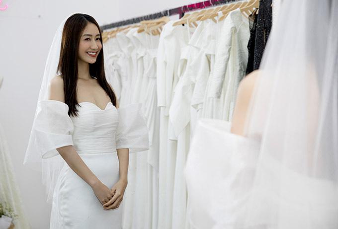 Hà Thu xinh tươi khi thử làm cô dâu.