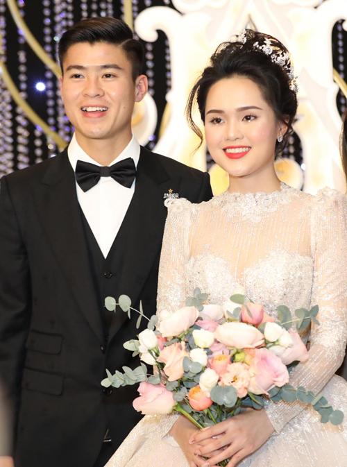 Tối 9/2, Quỳnh Anh - Duy Mạnh tổ chức tiệc cưới tại khách sạn nơi uyên ương gặp nhau lần đầu tiên ở Hà Nội.