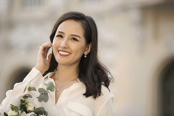 Hoa hậu Mai Phương Thúy tỏa sáng với các trang sức thuộc bộ sưu tậpRays of Light.