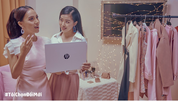 Người làm beauty blogger không chỉ am hiểu làm đẹp mà còn cần kiến thức về công nghệ để dựng nên những video thu hút người xem.