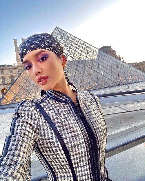 Cùng với Châu Bùi, Khánh Linh cũnglà khách mời của showLouis Vuitton tại Paris Fashion Week 2020.