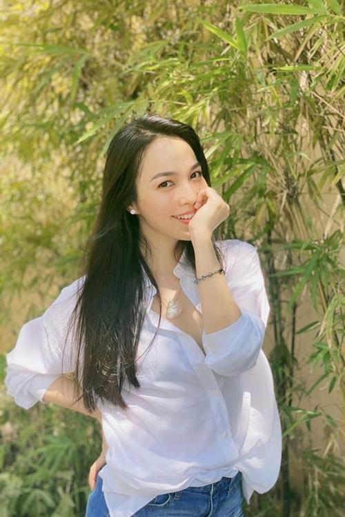 Ở tuổi 39, Hiền Thụ sở hữu nhan sắc trẻ trung đáng ngương mộ. Con gái Gia Bảo cũng từng chọc nữ ca sĩ: Nhìn mẹ chả ai biết mẹ đã sắp 40.