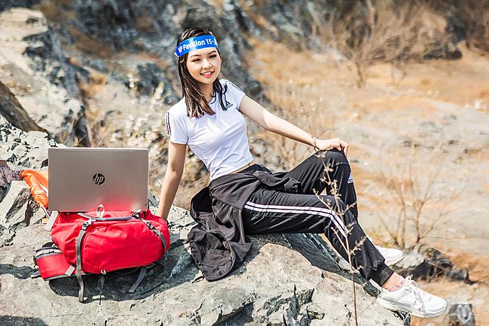 Giới trẻ tự tin thể hiện chất riêng với laptop sành điệu.