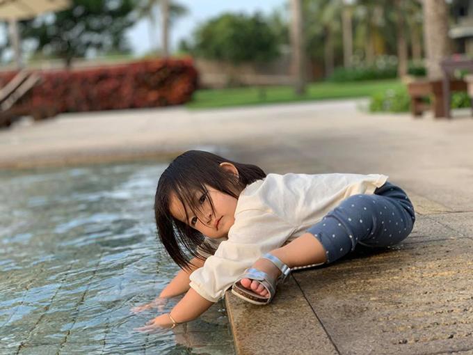 Gia đình Lam Trường thường xuyên đưa con đi du lịch khắp nơi để khám phá thế giới xung quanh.