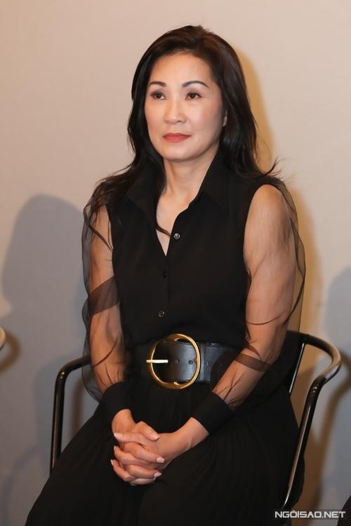 Nghệ sĩ Hồng Đào từ Mỹ trở về nước dự ra mắt phim. Ngay từ tập 1, nhân vật Hiệu Nguyệt chị đóng đã tốn nhiều nước mắt.