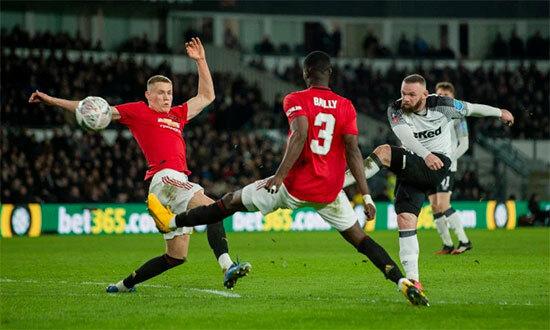 Khoác áo MU từ năm 2004 đến 2017, Rooney có 559 lần ra sân, ghi được 253 bàn thắng và được coi là một trong những huyền thoại của sân Old Trafford.