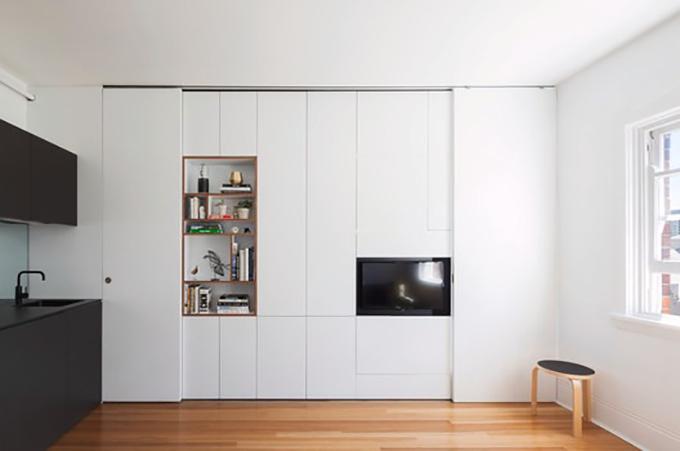 Không gian nhà hạn chế nên nhóm KTS sử dụng tông trắng, giúp căn hộ trở nên thoáng, rộng.