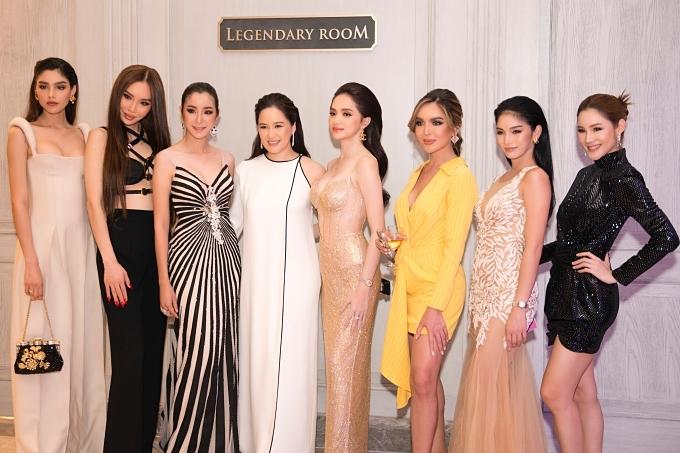 Hương Gianghội ngộ các cựu Hoa hậu Chuyển giới Quốc tế tại sự kiện.