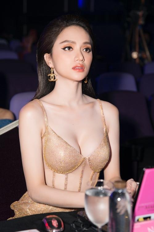 Hương Giang là đại diện Việt Nam đầu tiên đăng quang Hoa hậu Chuyển giới Quốc tế. Đây là một trong những sân chơi sắc đẹp quốc tế uy tín dành cho người chuyển giới nữ ở Thái Lan từ năm 2004. Năm nay, cô được ban tổ chức mời trở lại vai trò giám khảo chung kết.