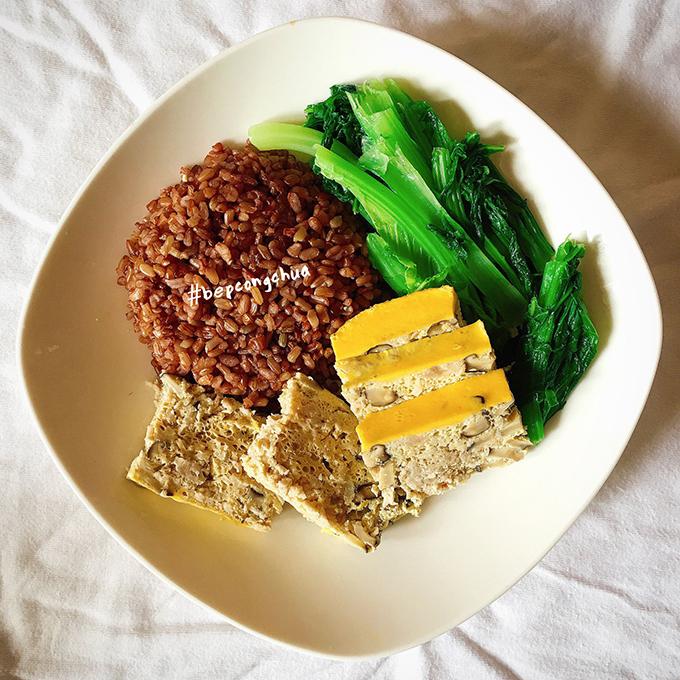 Để giảm bớt cảm giác thèm ăn, Nguyệt ăn thêm 2-3bữa phụ/ngày ngoài bữa chính gồm sữa chua, trái cây, không ăn vặt linh tinh.