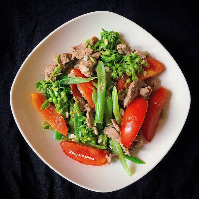 Mỗi tháng, Nguyệt thưởng cho bản thân khoảng 5-6 bữa ăn ngoài hàng quán để ăn xả, tức là ăn theo sở thích, nhu cầu nhưng ăn uống có chừng mực, không ăn quá no.