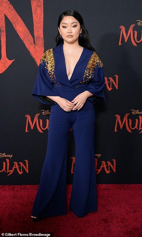 Diễn viên gốc Việt Lana Condor đến dự sự kiện. Cô nổi tiếng qua hai phần phim To All The Boys Ive Loved Before.