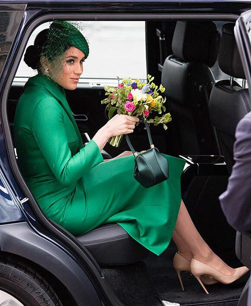 Meghan mặc set đồ hơn 300 triệu đồng khi rời hoàng gia - 4