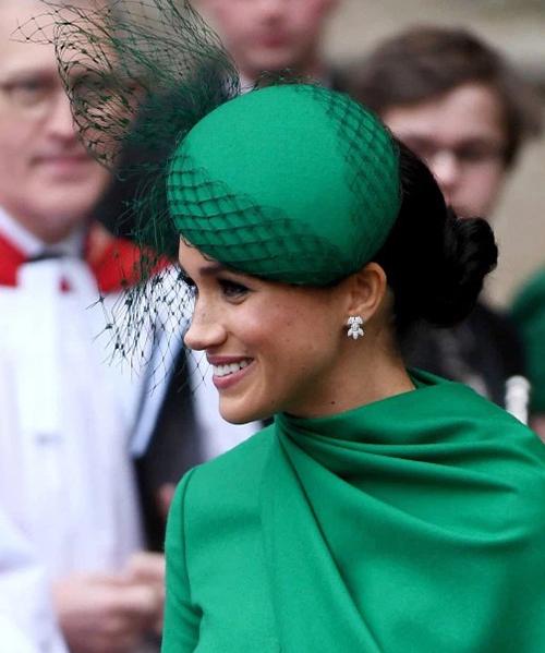 Meghan mặc set đồ hơn 300 triệu đồng khi rời hoàng gia - 6