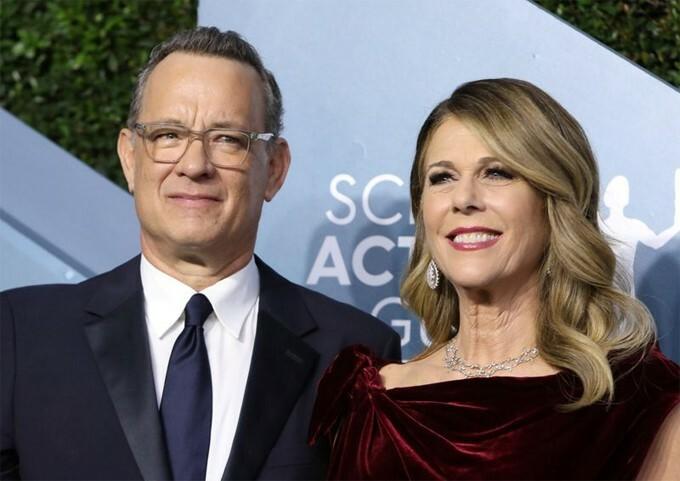 Tom Hanks và vợ.