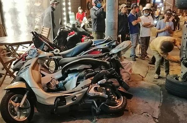 Loạt xe máy bị hư hỏng.