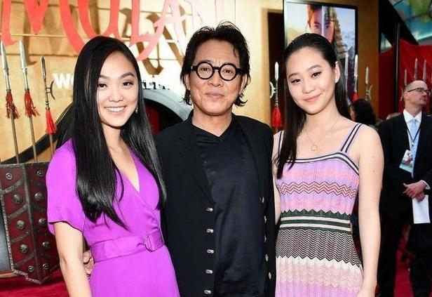 Nam diễn viên Lý LIên Kiệt hiện ở Bắc Mỹ cùng các con.