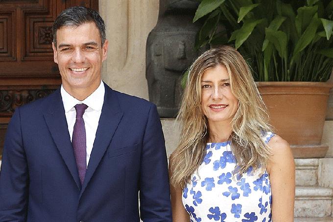 Thủ tướng Pedro Sanchezvà vợ, bàBegona Gomez. Ảnh: AP.