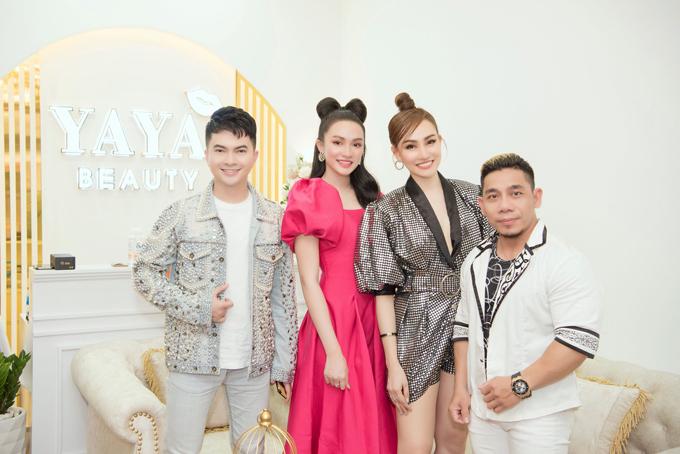 Ca sĩ Nam Cường và vận dộng viên thể hình Phạm Văn Mách tới chung vui cùng sự kiện khai trương của người đẹp Kim Duyên.